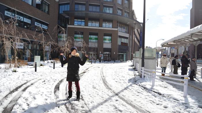 中目黒駅、育良クリニック前も雪が積もりました。