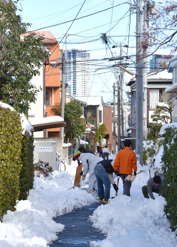 五本木(目黒区)近所で雪かき