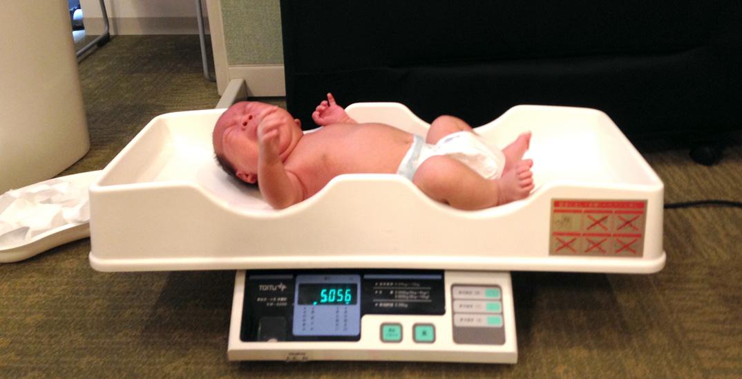 赤ちゃんの1ヶ月検診へ。目やに、うつぶせ寝など気になる質問色々。