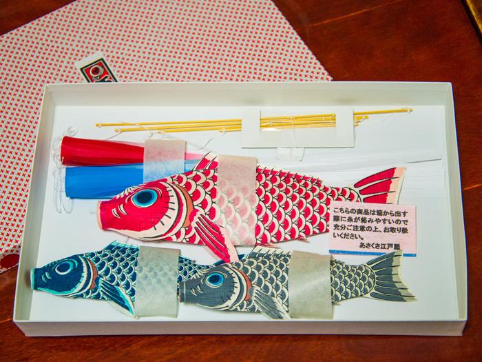 あさくさ江戸屋「和紙鯉のぼりモビール」。ゆったりと部屋のなかを泳ぐ鯉。