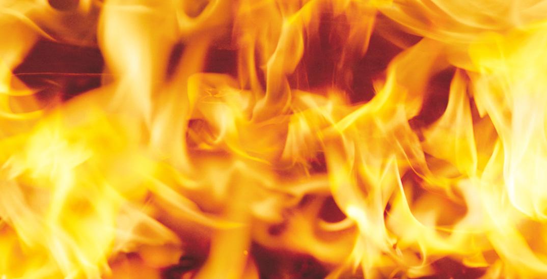 留守中、子供がライターで火事を起こし死亡。母親は重過失致死罪で起訴。