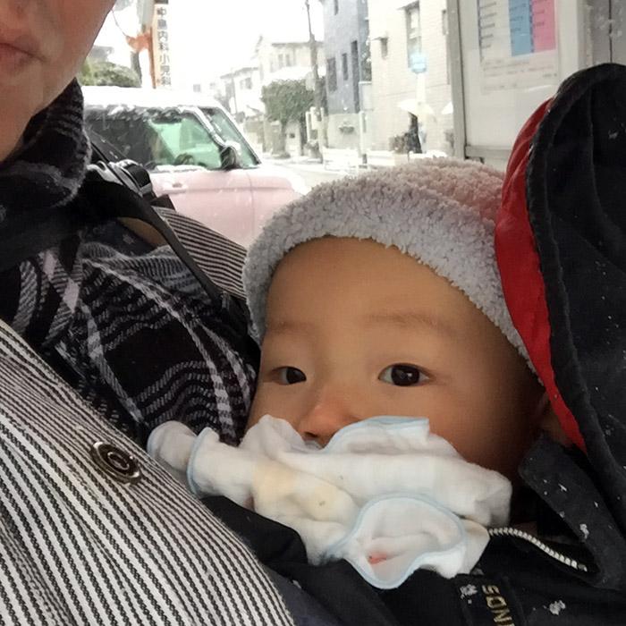 寒いのにバスが来ない!