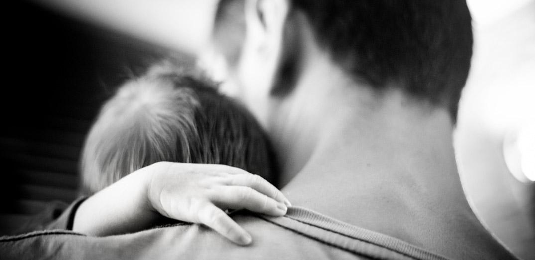 赤ちゃんの泣きをNHKで解説。抱っこをすると泣き止む理由は「輸送反応」だった。何それ?