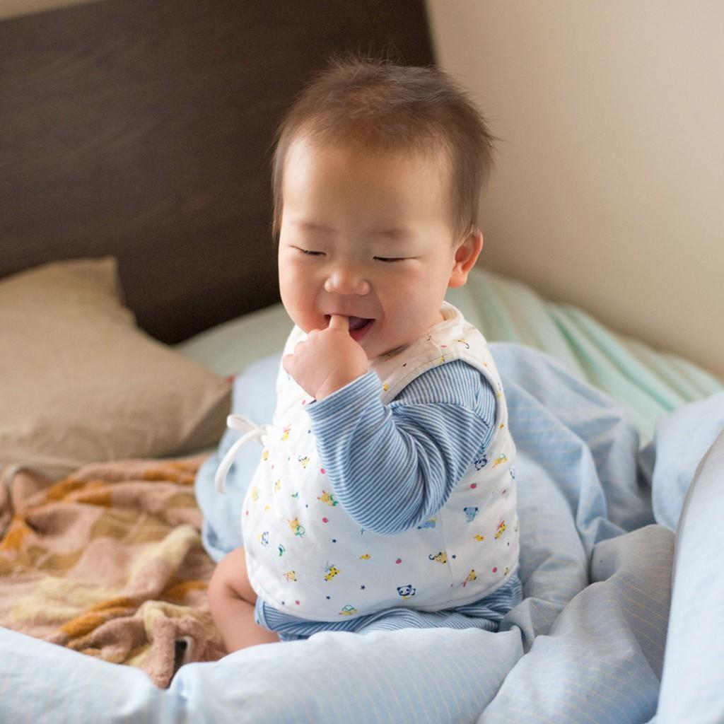 赤ちゃん良く寝たおはようさん!