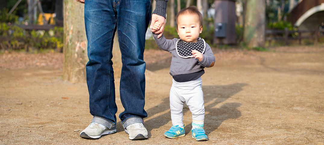 生後11ヶ月になりました。初めて靴をはいておでかけ。