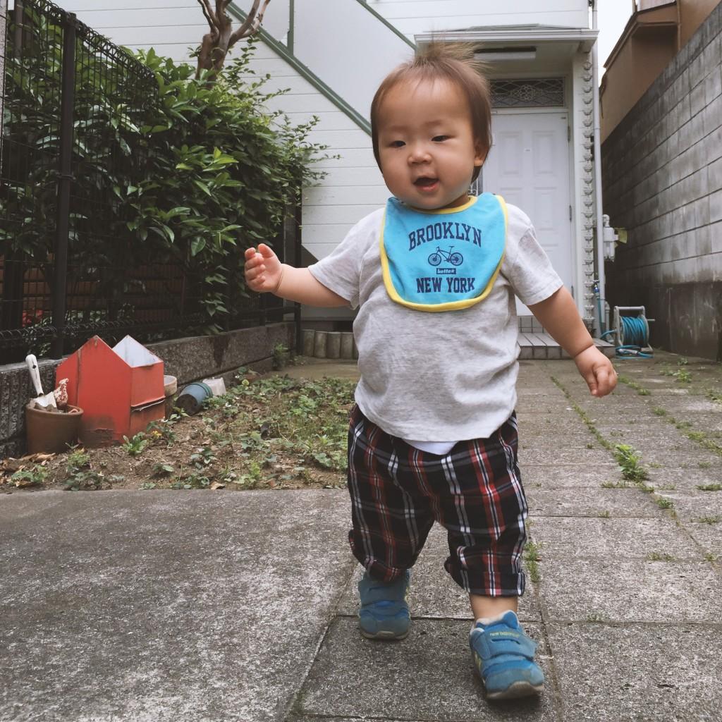 150530_1sai_akachan_aruku_genki