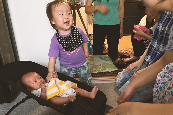 生後1ヶ月と、1歳ヶ月。