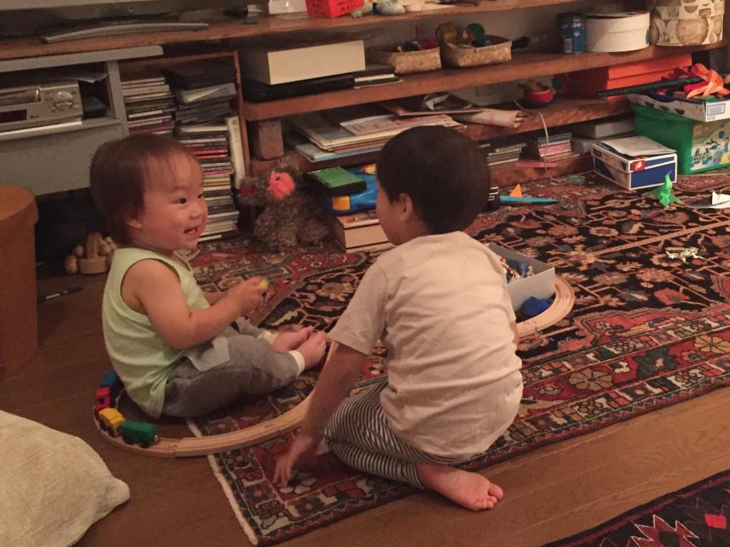 (左)鼓太郎 1歳半 (右)お友達 4歳