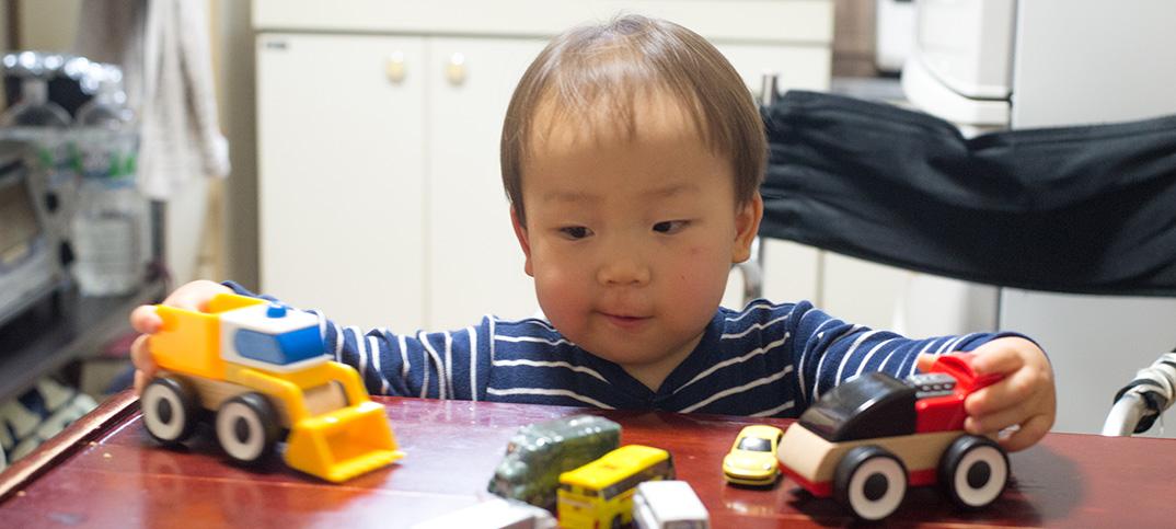 1歳7ヶ月の鼓太郎、突然喋れるようになった! ママやパパの単語ではなく「こっちゃんの〜」と文章を話すんです。