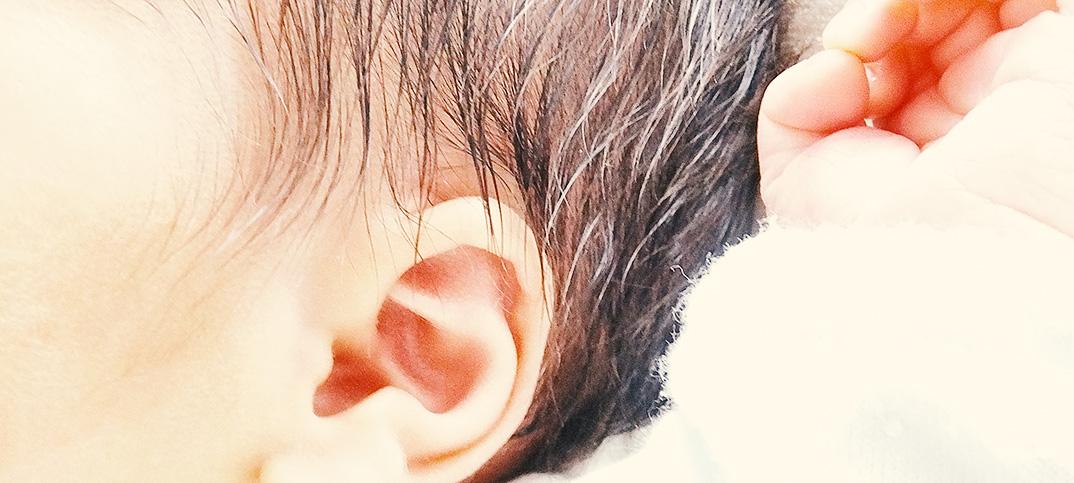 ひぇぇ……乳幼児の綿棒(耳掃除)はダメだったの? やらない方が良いと耳鼻科で指摘。