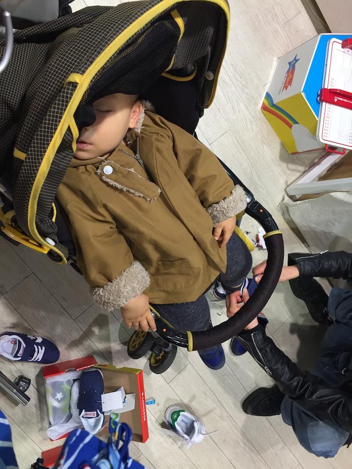 ベビーカーで寝ている息子