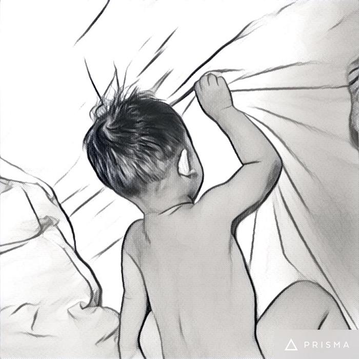 風呂上がり、濡れたままでベッドに飛び込む息子