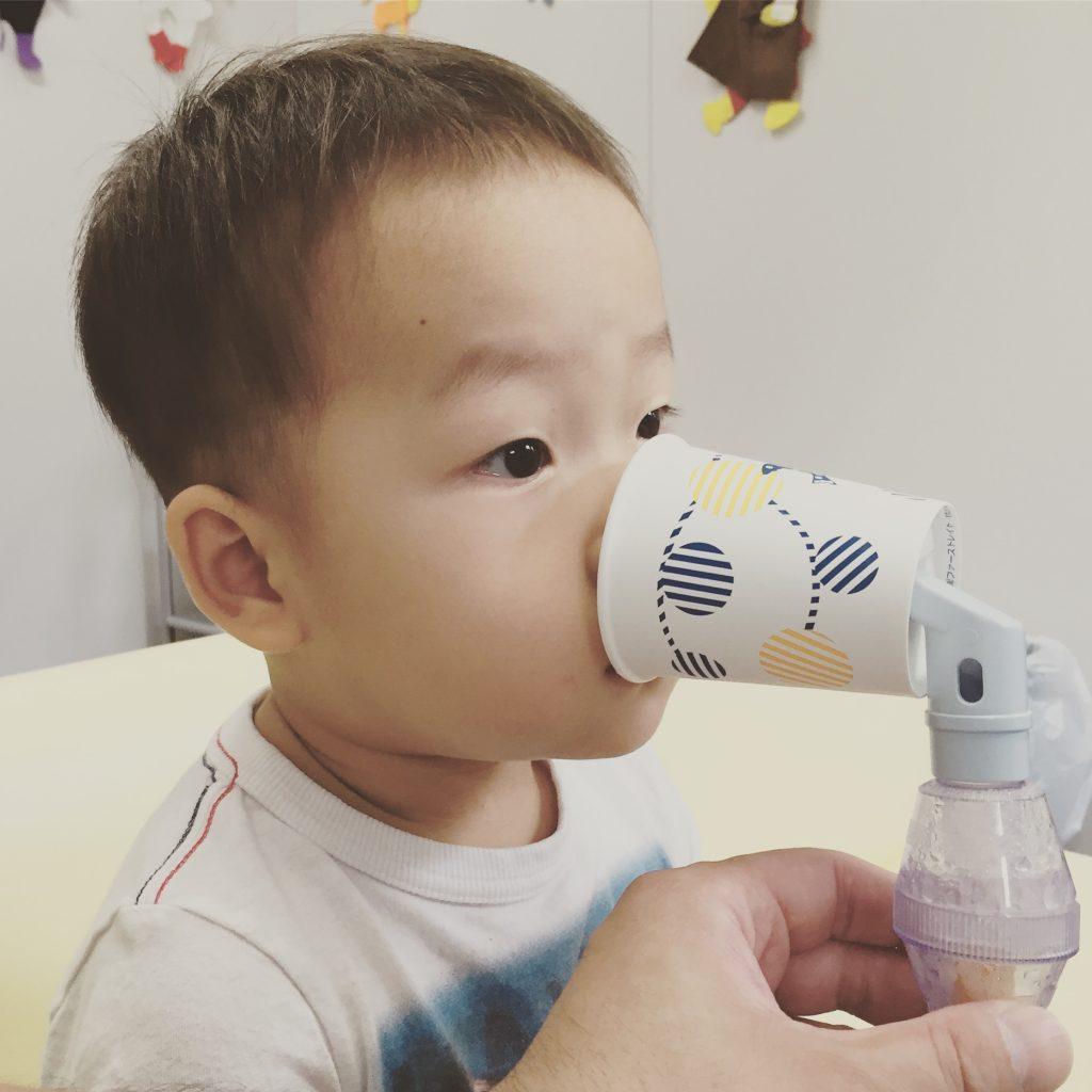小児科で吸引器を上手に使う息子(2歳3ヶ月)