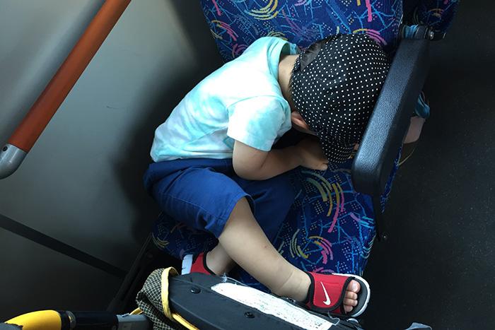 バスの中で寝落ちした息子