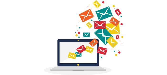 ノートパソコンから大量にメールが飛び立つ画像