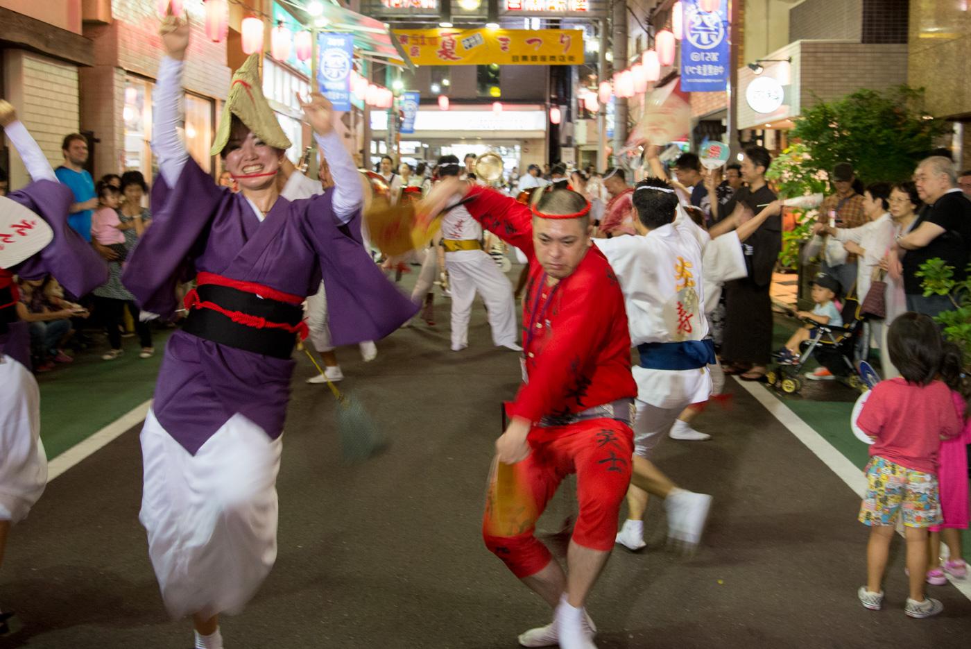 第51回中目黒夏まつり(2016年)男女で踊る