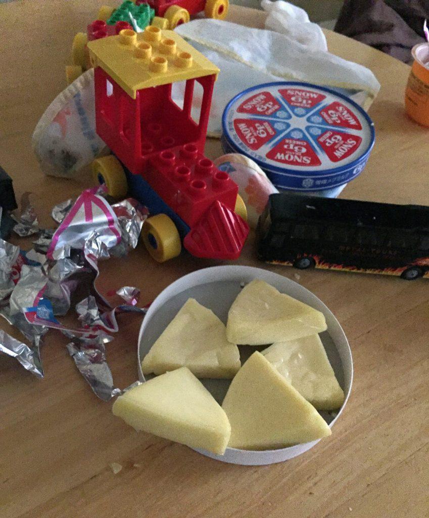 2歳の息子に、ぜんぶ剥かれた6Pチーズの山