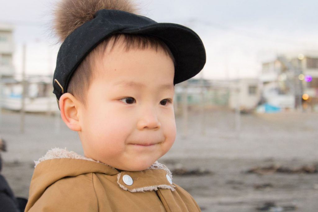 湘南の海をじっと眺める鼓太郎(2歳10ヶ月記念日)