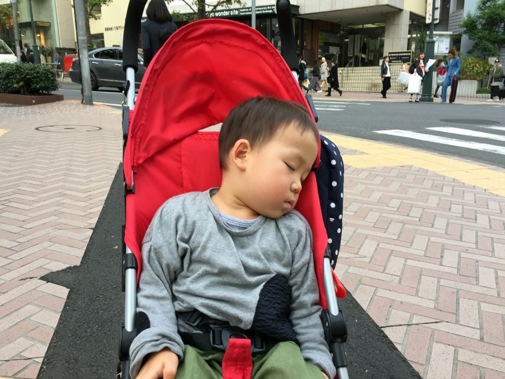 寝落ち(渋谷交差点)