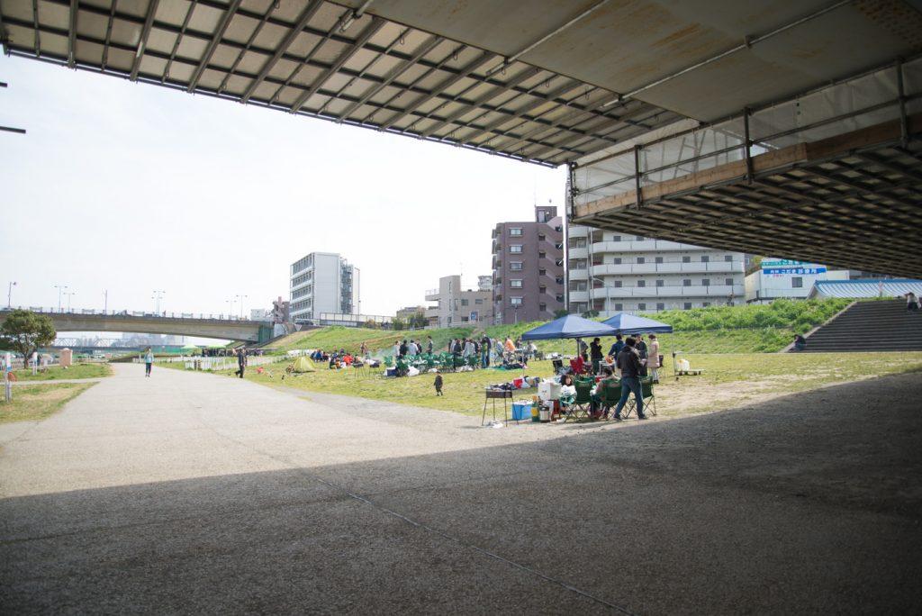 川崎市多摩川緑地バーベキュー広場 橋の下