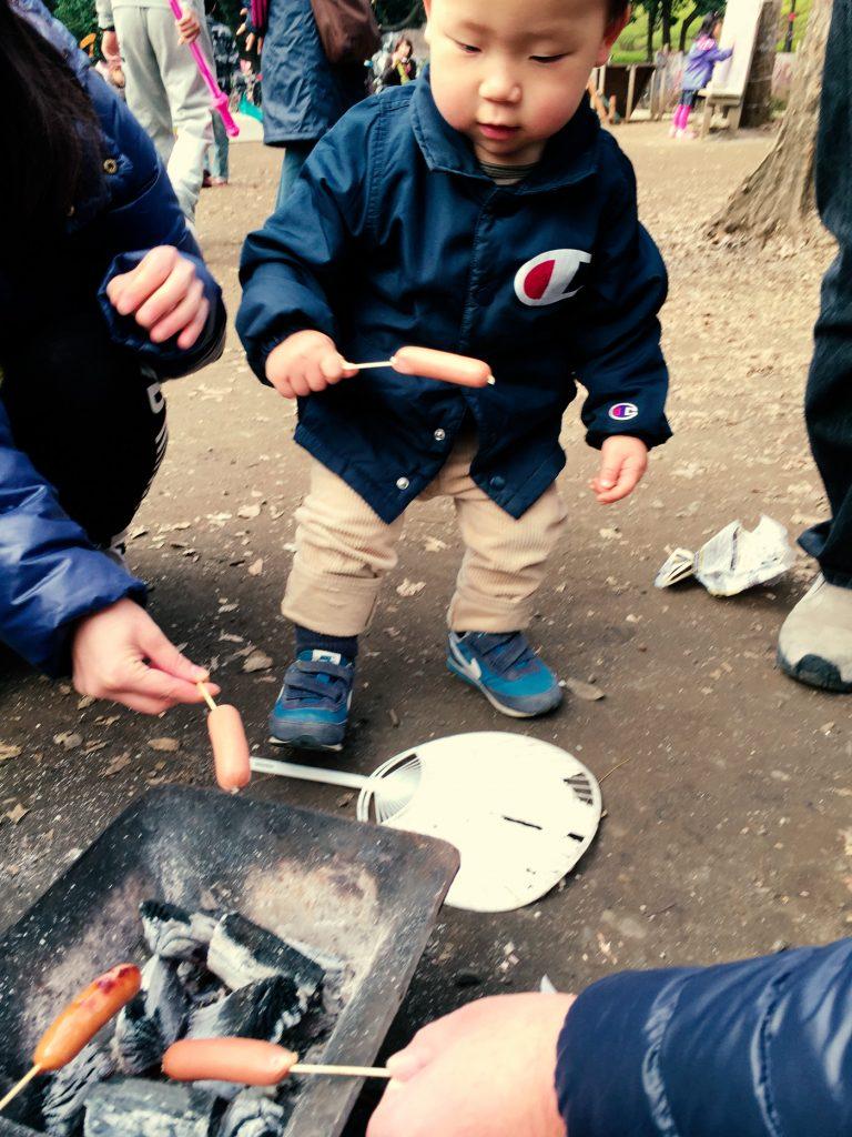炭火でウインナー(世田谷公園プレーパーク)