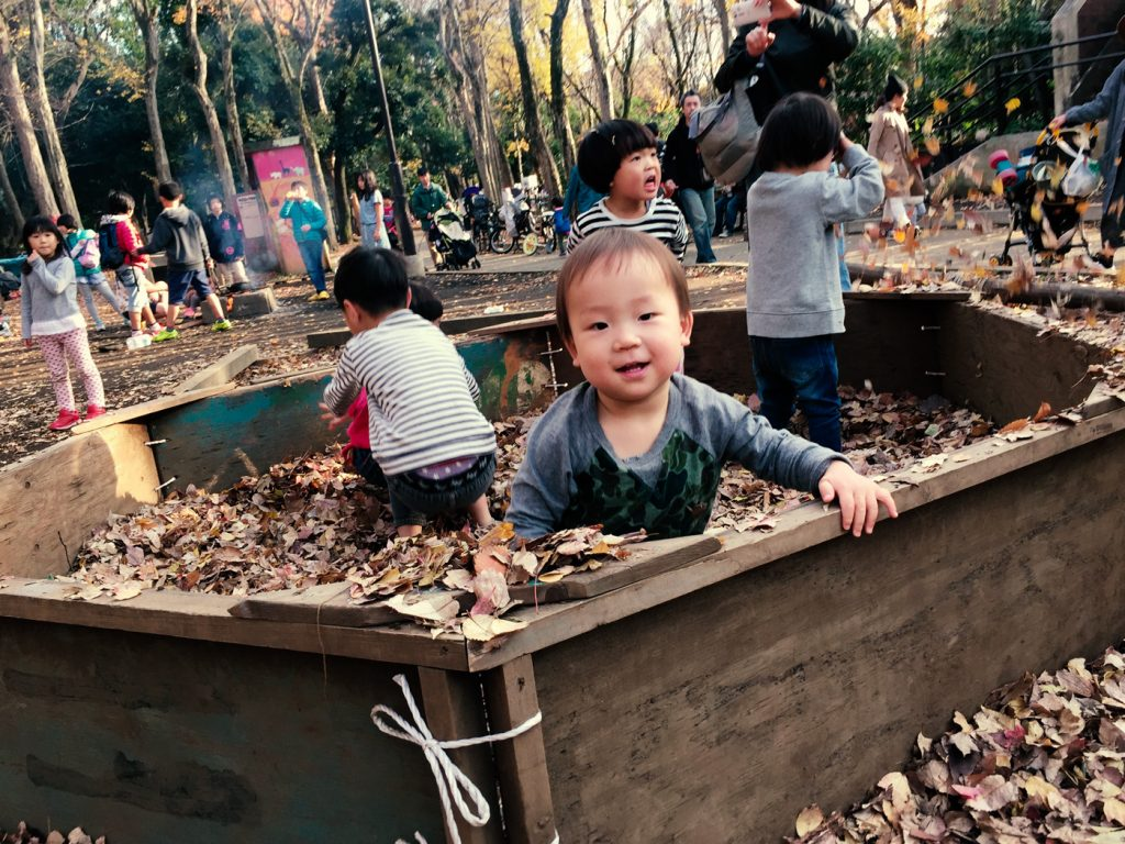 手作りの葉っぱのお風呂(世田谷公園プレーパーク)
