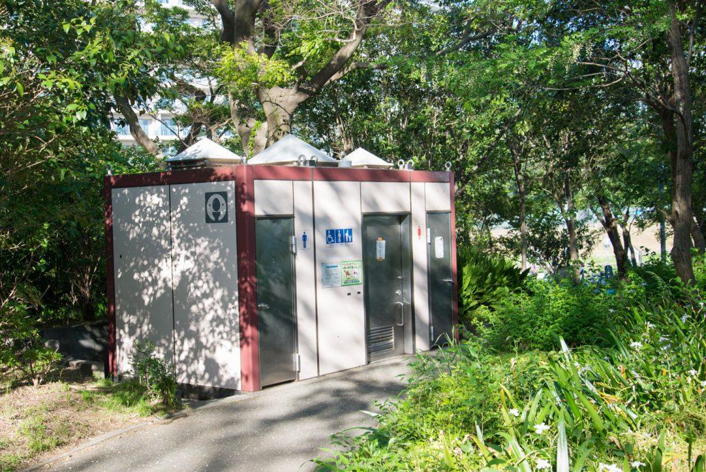 多摩川の公衆トイレ