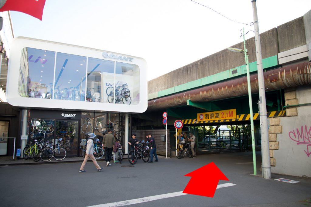 高架下 - 二子玉川駅から多摩川駅への道順