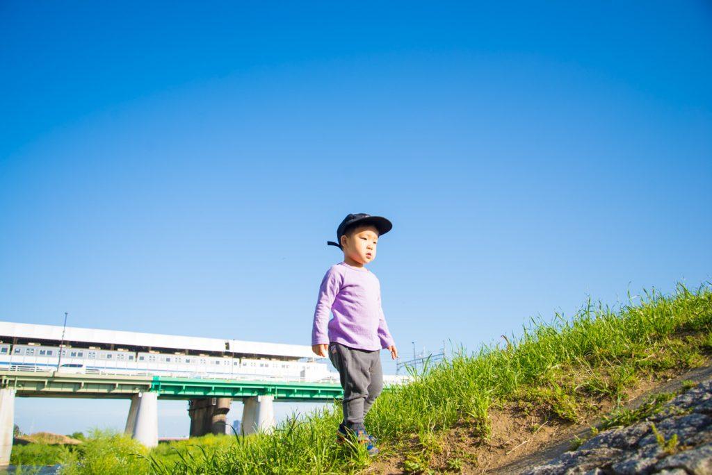 川を見下ろす鼓太郎 - 二子玉川駅から多摩川駅への道順