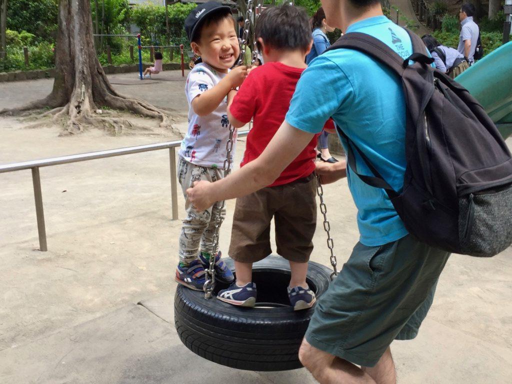 中根公園 タイヤのブランコ