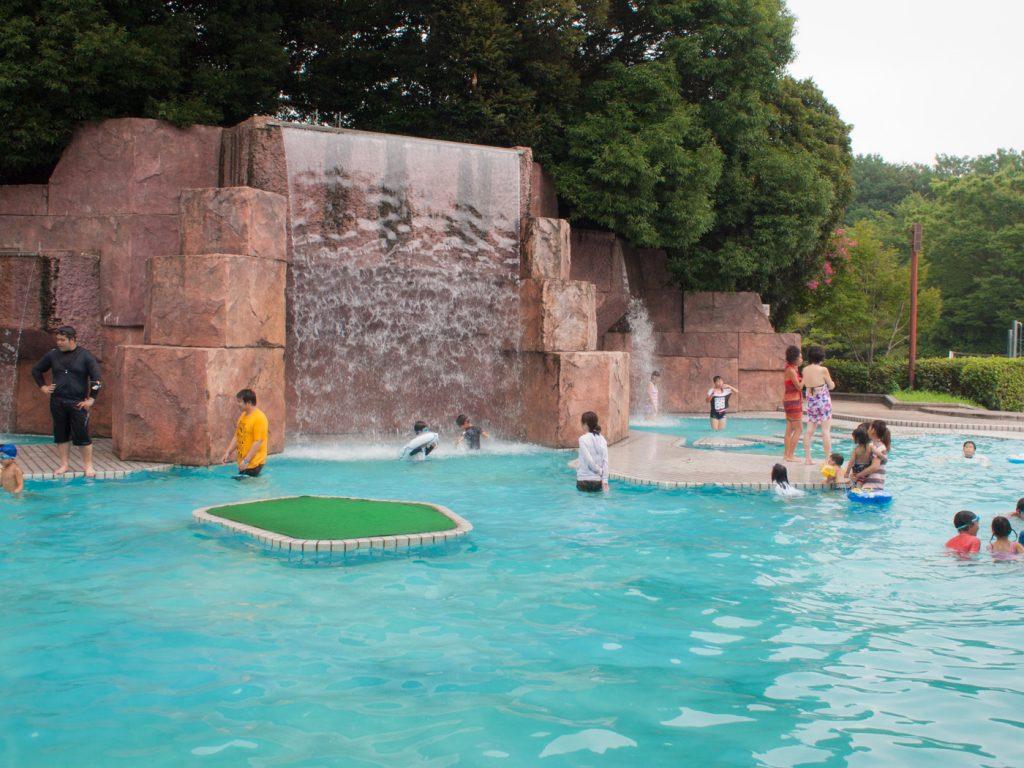大滝プールの外観(昭和記念公園レインボープール)