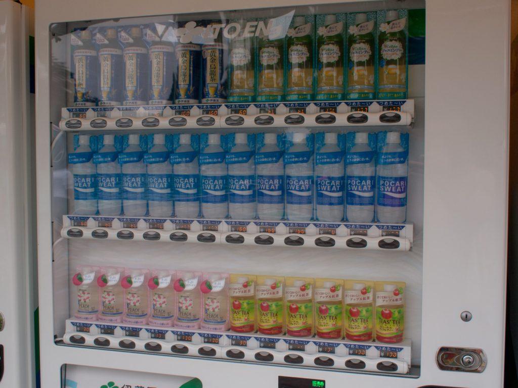 ポカリスエットなどの自動販売機(昭和記念公園レインボープール)