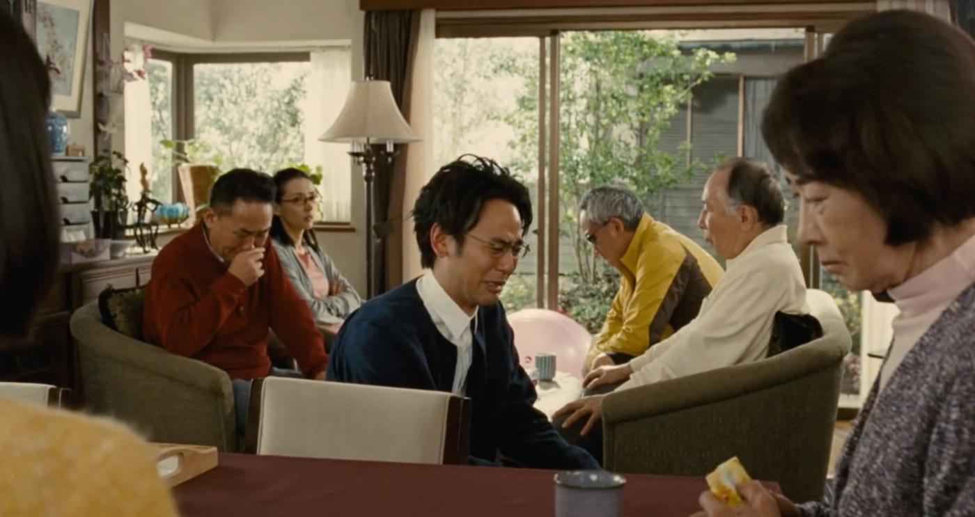 家族会議でみんな深刻な顔に