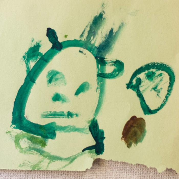3歳11か月、鼓太郎が描いた絵。初めて顔、髪、身体を描くようになりました