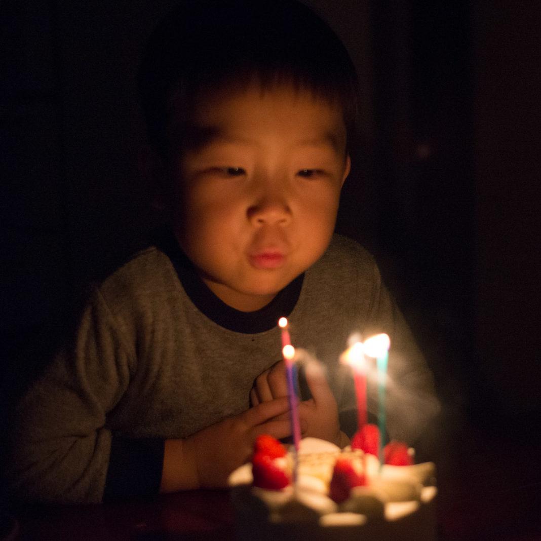 4歳のバースデーケーキと鼓太郎