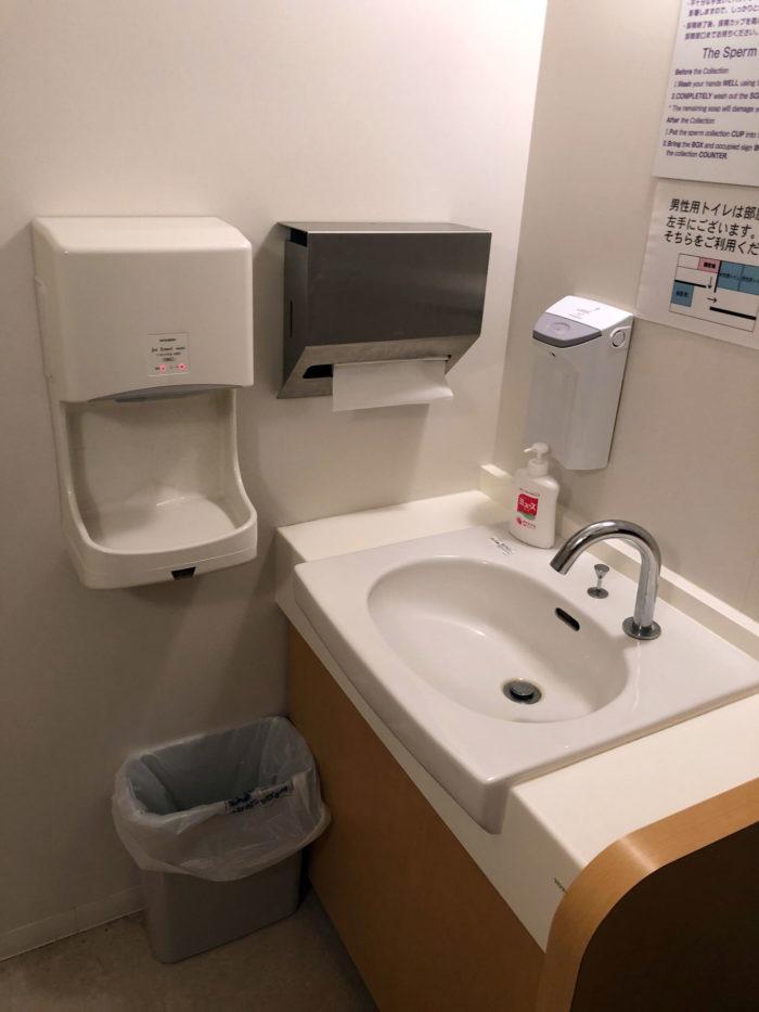 手洗い場、ハンドソープや消毒用アルコール