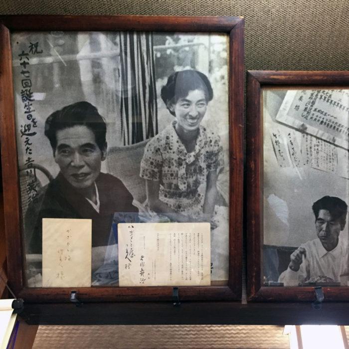 そば「かぎもとや」店内に飾られている吉川英治の写真