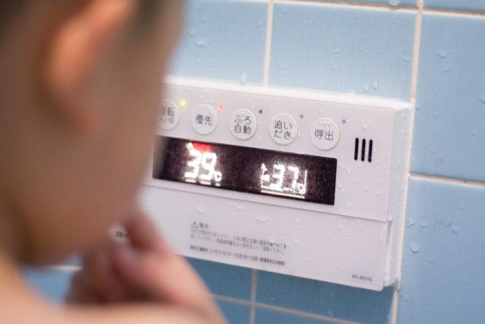 お風呂の給湯器。設定温度を37度に変更