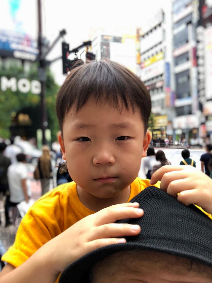 渋谷MODI前で肩車