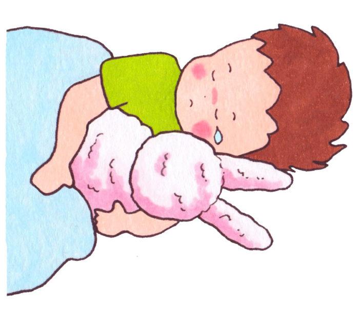 泣きながら寝ている子ども