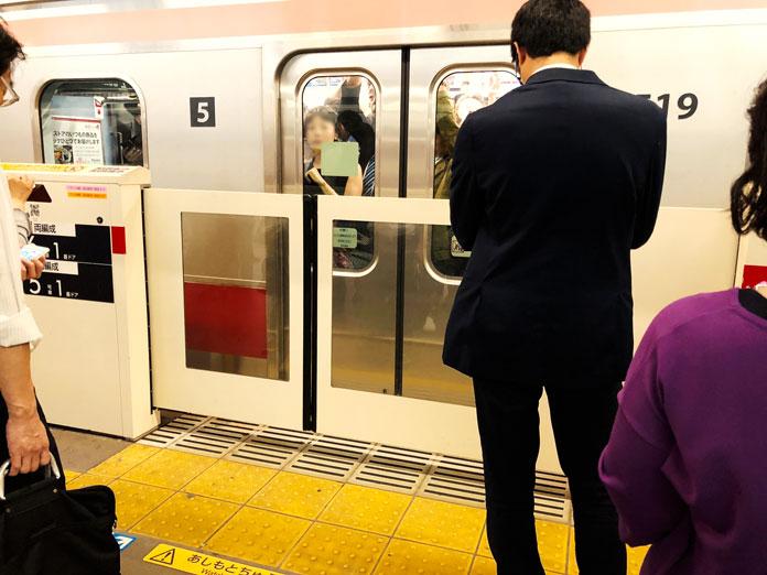 東急東横線「中目黒駅」のホームドア