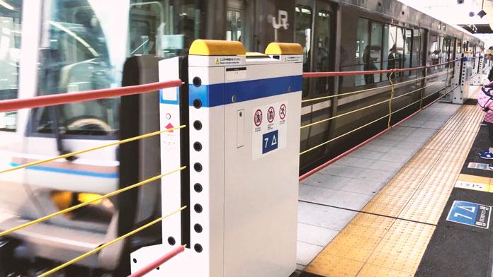 JR「高槻駅」のホームドア