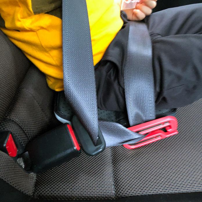 マイフォールド mifold とシートベルトをつなぐ
