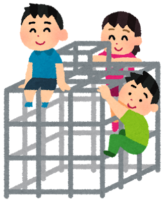 公園の遊具で遊ぶ子ども達