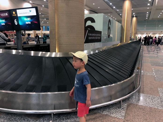 ングラ・ライ国際空港のターンテーブル