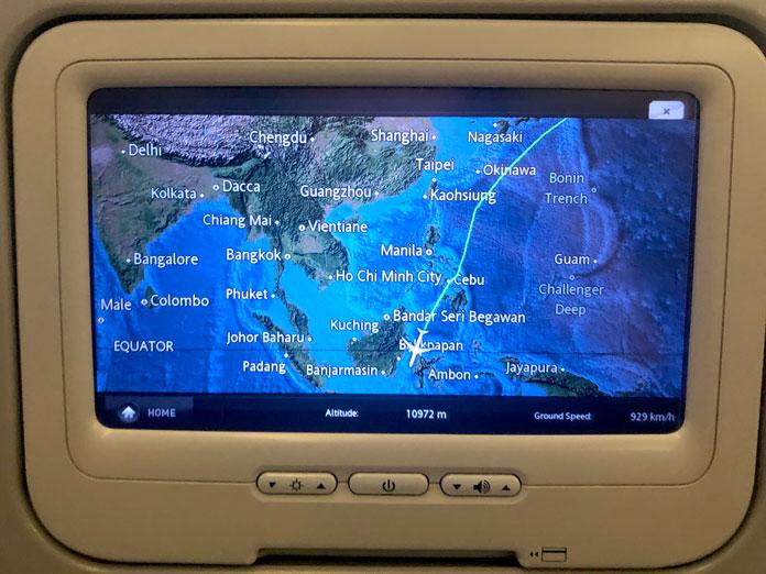 機内の備え付けのテレビに映し出された地図