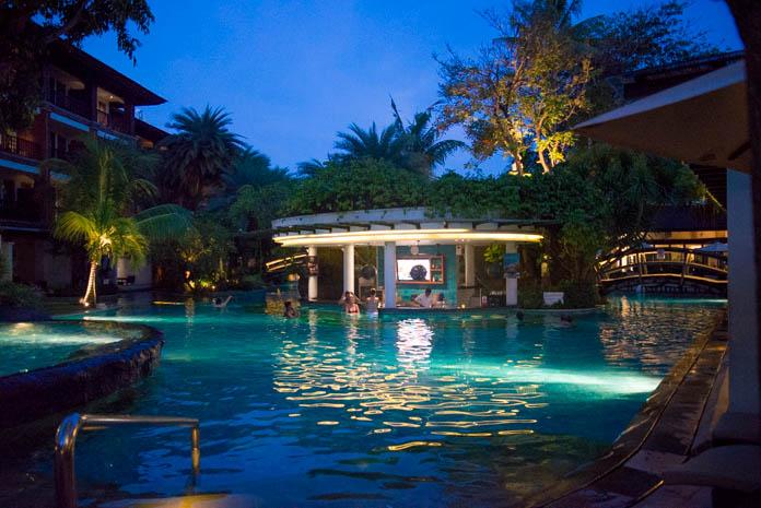 パドマ リゾート レギャン (Padma Resort Legian) ラグーンプールのバー外観