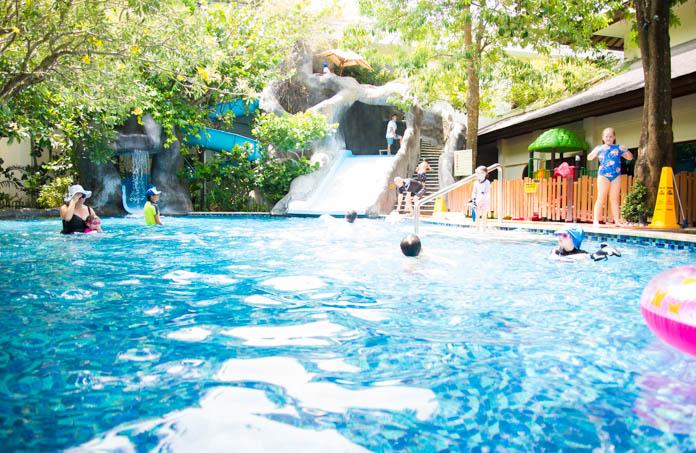 パドマ リゾート レギャン (Padma Resort Legian) ファミリープール 2台のすべり台