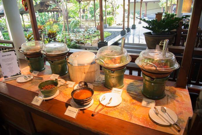Padma Resort Legian(パドマ リゾート レギャン)の朝食バイキング インドネシア料理コーナーの料理色々