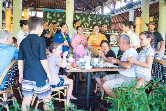 Padma Resort Legian(パドマ リゾート レギャン)の朝食で誕生日のお祝い